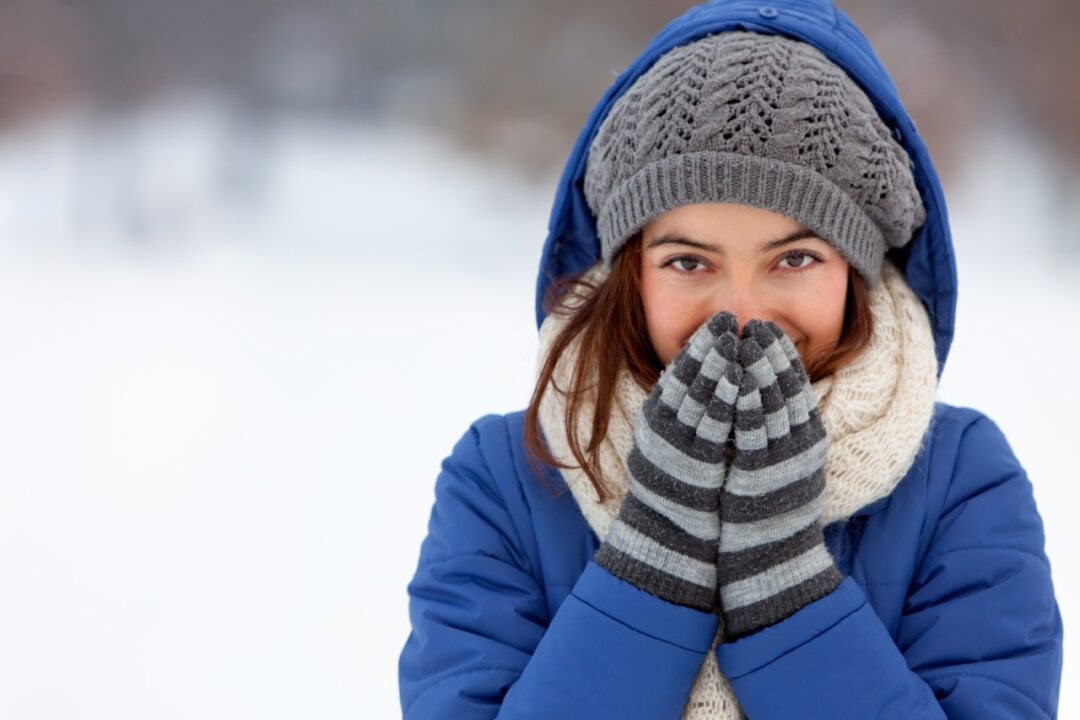 Is using cotton clothing dangerous in freezing temperatures?