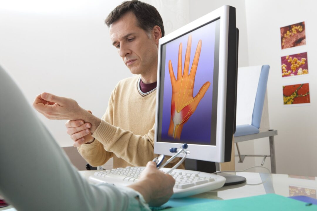 What is the treatment for carpal tunnel syndrome?